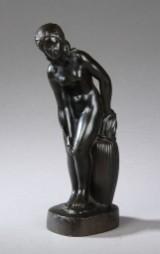 Just Andersen, 'Stående kvinde', figur af diskometal