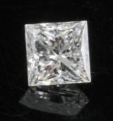 1 loose princess-cut diamond 0.43ct