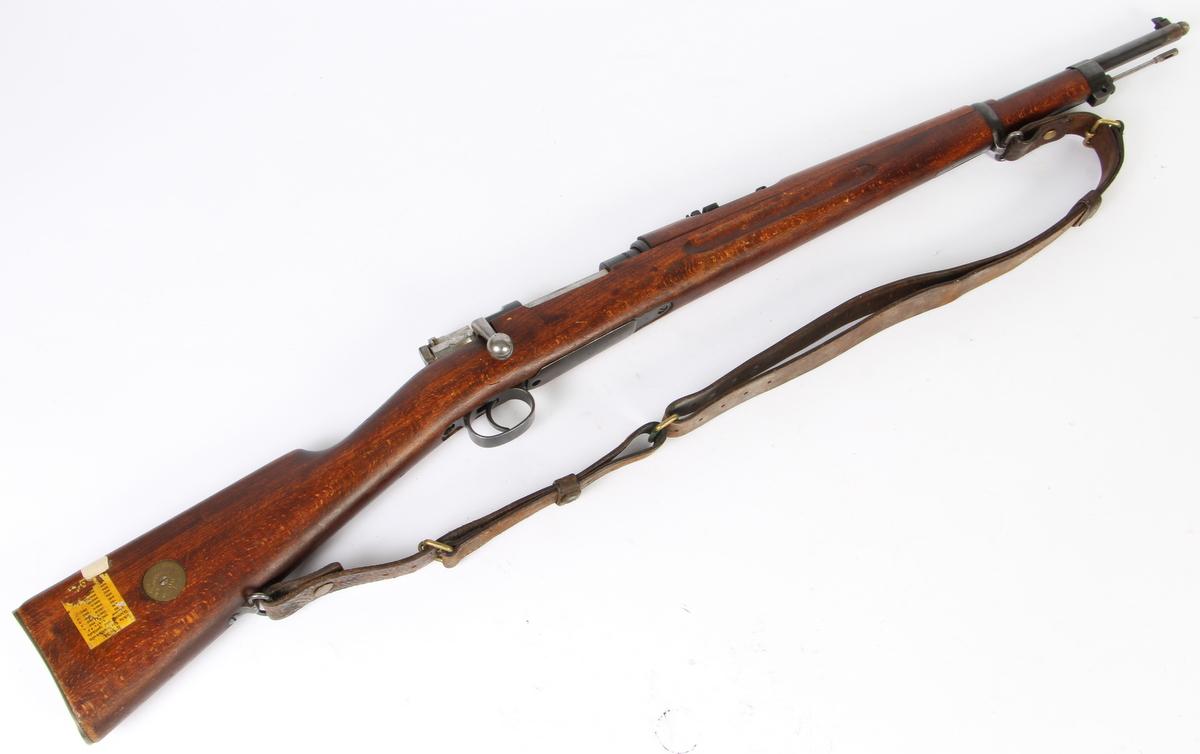 Svensk Husquarna / Mauser karabin M/96. Kal. 6,5x55 - Mauser karabin M/96. Kaliber 6,5x55. Serienummer 618276. PL. 59 TL.112cm. Fremstillet på Husquarna. Blank i piben. Fremstår med lettere brugsspor. Våbentilladelse påkrævet