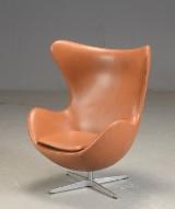Arne Jacobsen. 'Ægget', walnut elegance læder
