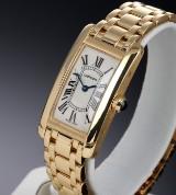 Cartier 'Tank Américaine'. Dameur i 18 kt. guld med lys skive, 2000'erne