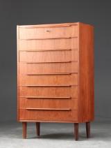 Tallboy af teaktræ, dansk møbelproducent