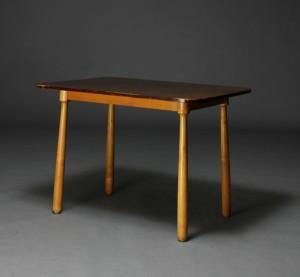 Slutpris för Antageligt norsk møbelproducent. Lille spisebord