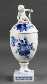 Kongelig Porcelæn. Blå Blomst Lågpokal