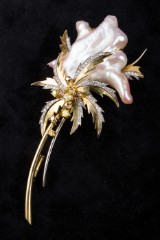 Broche med Biwaperler, 45.75 ct.