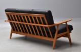 Hans J. Wegner. Freistehendes 3-Sitzer-Sofa 'Cigaren', Modell GE-240, aus Eiche und schwarzem Anilinleder