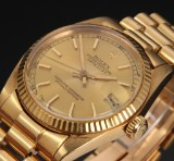 Rolex Datejust. Mid-size watch, 18 kt. gold with champagne colour, c. 1981