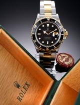 Rolex 'Submariner'. Herreur i 18 kt. guld og stål med sort skive, ca. 1987