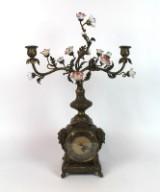Tischuhr mit Porzellanblumen