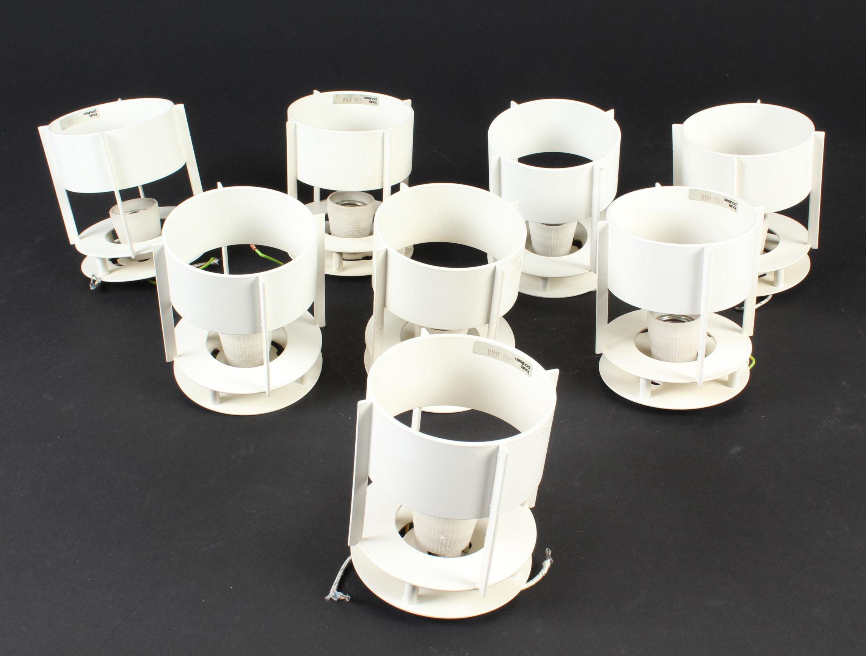 Vilhelm Wohlert. Magasin loftlamper - Vilhelm Wohlert. Magasin loftlamper / indbygningsspots af hvidlakeret metal. Fremstillet hos Louis Poulsen. H. 12,5 Ø 10,5 cm. Fremstår med lettere slitage