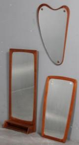 Dansk møbelproducent. Tre spejle med ramme i teak. (3)