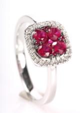 Rubin- og diamantring, Rhombeformet, 14 kt  rhodineret guld.