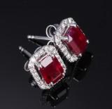 Et par rubin- og brillantørestikker af 18 kt. hvidguld, i alt ca. 2.20 ct. (2)