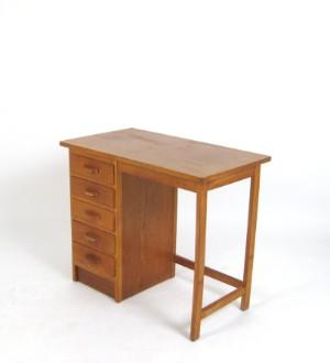 ware 3210297 kleiner schreibtisch der 1950er jahre im bauhaus stil charityauktion zugunsten des. Black Bedroom Furniture Sets. Home Design Ideas