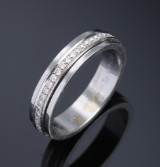Piaget: brilliant eternity ring in 18 kt. white gold, in total approx. 0.75 ct. G/VVS-VS