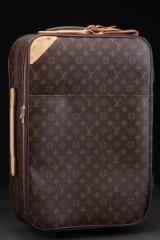 Louis Vuitton.Trolley/kuffert på hjul, model Pegase 55. Monogram canvas.