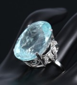 A large cocktail ring with aquamarine, approx. 32.00 ct. 20th century-second half. Weight approx. 12.8 g