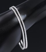 Two classic tennis bracelets, 14 kt. white gold, total approx. 5.26 ct. (2)