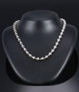 Brilliant-cut diamond necklace, 14 kt. white gold, total approx. 3.87 ct.  L. 52 cm. London 2007