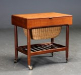 Dansk møbelproducent. Sybord af teaktræ