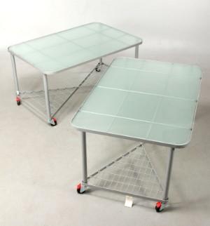 Modernistisk 2 Stålbord på hjul, med glasplade (IKEA)   Lauritz.com UU53