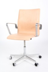 Arne Jacobsen. Oxford office chair, reupholstered in nature leather