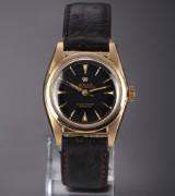 Rolex 'Bubble Back'. Vintage men's watch, 18 kt. gold, with black dial, c. 1951