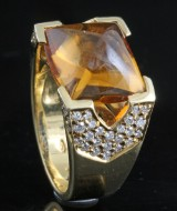 Diamond and citrine ring, 18kt. gold, approx. 0.75ct