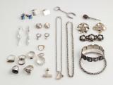 Samling smykker af sterlingsølv og sølv (29)