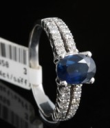 18kt diamond and sapphire ring approx. 0.24ct