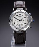 Cartier 'Pasha Chronograph'. Stort dameur i stål med lys skive, 2000'erne