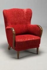 Dansk møbelproducent. Lænestol, overpolstret med rødt mecca.