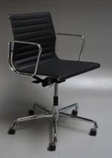 Charles Eames. Kontorstol, model EA-117, sort læder, crom, ny generation