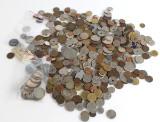 Danmark. 13 jubilæumsmønter,  Ivigtut betalingstegn 5, samt diverse. Ca. 1,5 kg.