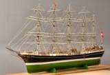 Stor håndbygget skibsmodel af skoleskibet 'København'