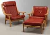 Hans J. Wegner: høj og lav hvilestol samt skammel model GE-530 i eg og læder.(3)