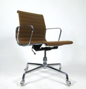 slutpris f r charles ray eames b rostuhl. Black Bedroom Furniture Sets. Home Design Ideas
