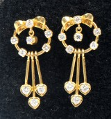 Diamond earrings, 18 kt gold, approx. 1.10 ct. A pair (2)