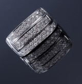 Diamond ring, 20 kt. white gold, total approx. 0.64 ct