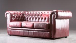 lot 4316530 tre personers sofa i chesterfield stil denne. Black Bedroom Furniture Sets. Home Design Ideas