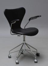 Arne Jacobsen. Office chair with armrests, model 3217, Elegance leather
