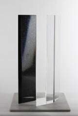 Lasse Brander, skulptur, diabas och plexiglas