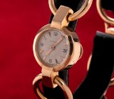 Cartier 'Lady'. Vintage ladies watch, 18 kt. gold with pale dial, c. 1940s