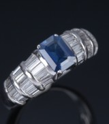 Sapphire and diamond ring, 18 kt. white gold. Sapphire, approx. 1.02 ct. baguette-cut diamonds, total approx. 1.00 ct