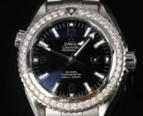 Omega Planet Ocean Midsize ur af stål med diamanter