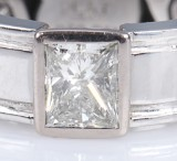 A modern solitaire diamond ring, 950 platinum, approx. 1.00 ct. Weight approx. 10.2 g