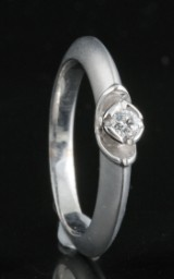 Handmade diamond solitaire ring in 18kt approx.0.08ct