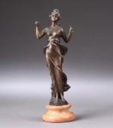 Ubekendt kunstner 1900-tallets første halvdel. Stående kvinde. Figur af patineret bronze
