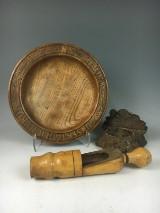 Holzobjekte u. a. ein Hostienteller  (3)