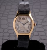 Cartier. Vintage ladies watch, 18 kt. gold with silver-coloured dial, c. 1930-40
